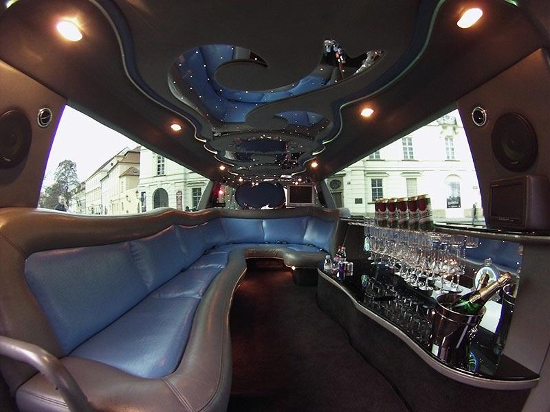 Limuz na ford excursion prague airport transfers sro for Prague airport transfers sro reviews